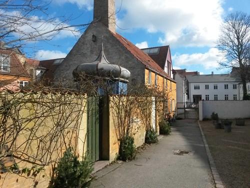Lokalhistorisk café: Latinerkvarterets skjulte baggårdsmiljøer - Guide Annette Damgaard Hansen
